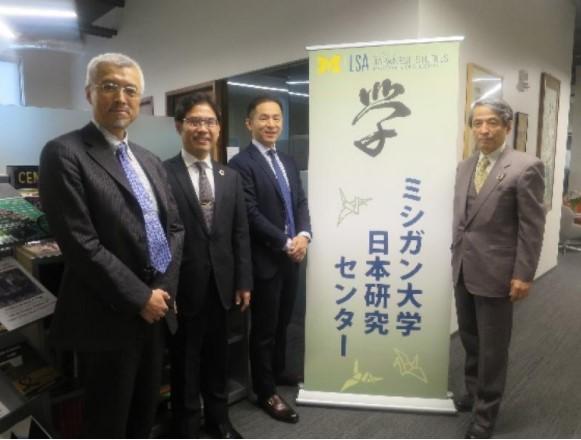 ミシガン大学日本研究センターにて(左から妹尾研究科長・教授、横井副学長・上級UGA、筒井所長、槇野学長)