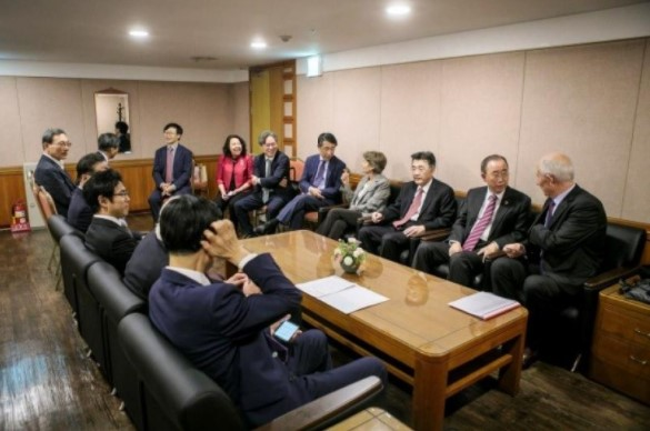 潘基文・前国連事務総長、ボコバ前ユネスコ事務局長らと横井副学長の会談
