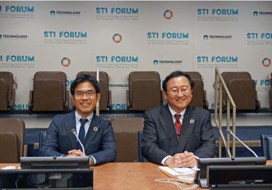 横井副理事と星野国連STIフォーラム共同議長(右)