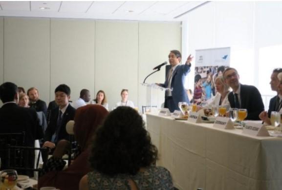 発表者:槇野学長、パネリスト:左からGianniniユネスコ教育担当事務局長補、LeichtユネスコESD課長